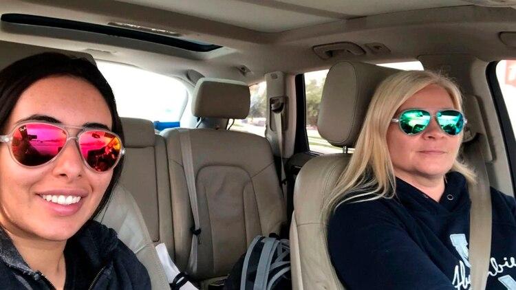 La sheika Latifa, princesa de Emiratos Arabes Unidos, junto Tiina Jauhiainen, la finlandesa instructora de capoeira con quien intentó escapar. La selfie la tomaron cuando comenzaron con la frustrada huida