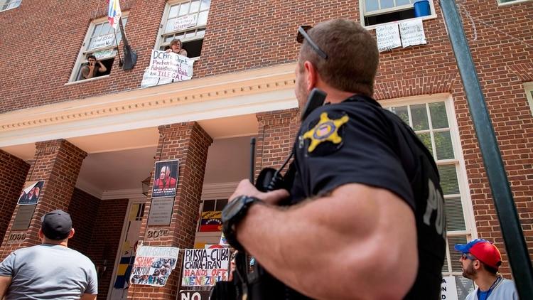 La Policía advirtió que los que no salen serán arrestados e imputados (EFE)