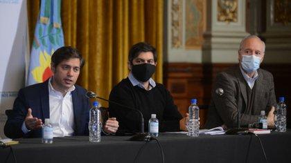 El gobernador de Buenos Aires, Axel Kicillof; el jefe de Gabinete, Carlos Bianco, y el ministro de Salud, Daniel Gollán (Aglaplata)