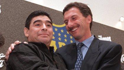Maradona y Macri, cuando todavía sonreían juntos en Boca