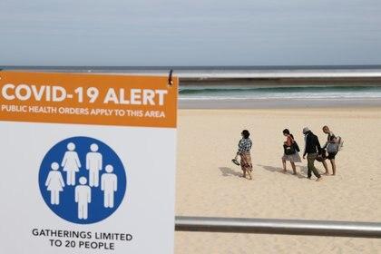 Solamente 20 personas admitidas en una reunión de playa - REUTERS/Loren Elliott