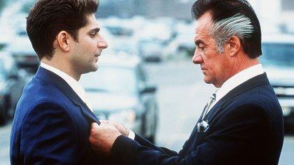Christopher Moltisanti (Michael Imperioli) et Paulie Walnuts (Tony Sirico) dans une scène des Sopranos.  Photo: Barry Wetcher / Hbo / Kobal / Shutterstock (5886200h)