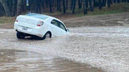 En Pinamar flotaron los autos y la gente se resguardó en sus casas