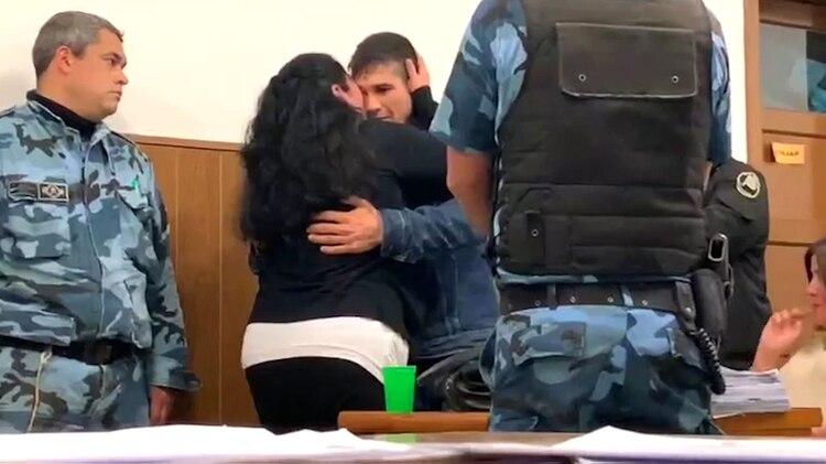 El abrazo entre Nancy y Dos Santos