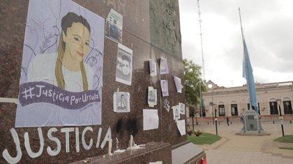 La plaza de la localidad de Rojas, día después del asesinato de Úrsula Bahillo a manos de su ex novio Matías Ezequiel Martínez (Lihueel Althabe)