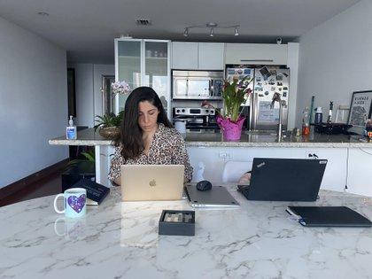 La periodista Soledad Cedro en su casa de Miami. Se enteró este miércoles por la tarde que había contraído coronavirus (Soledad Cedro/ Infobae)