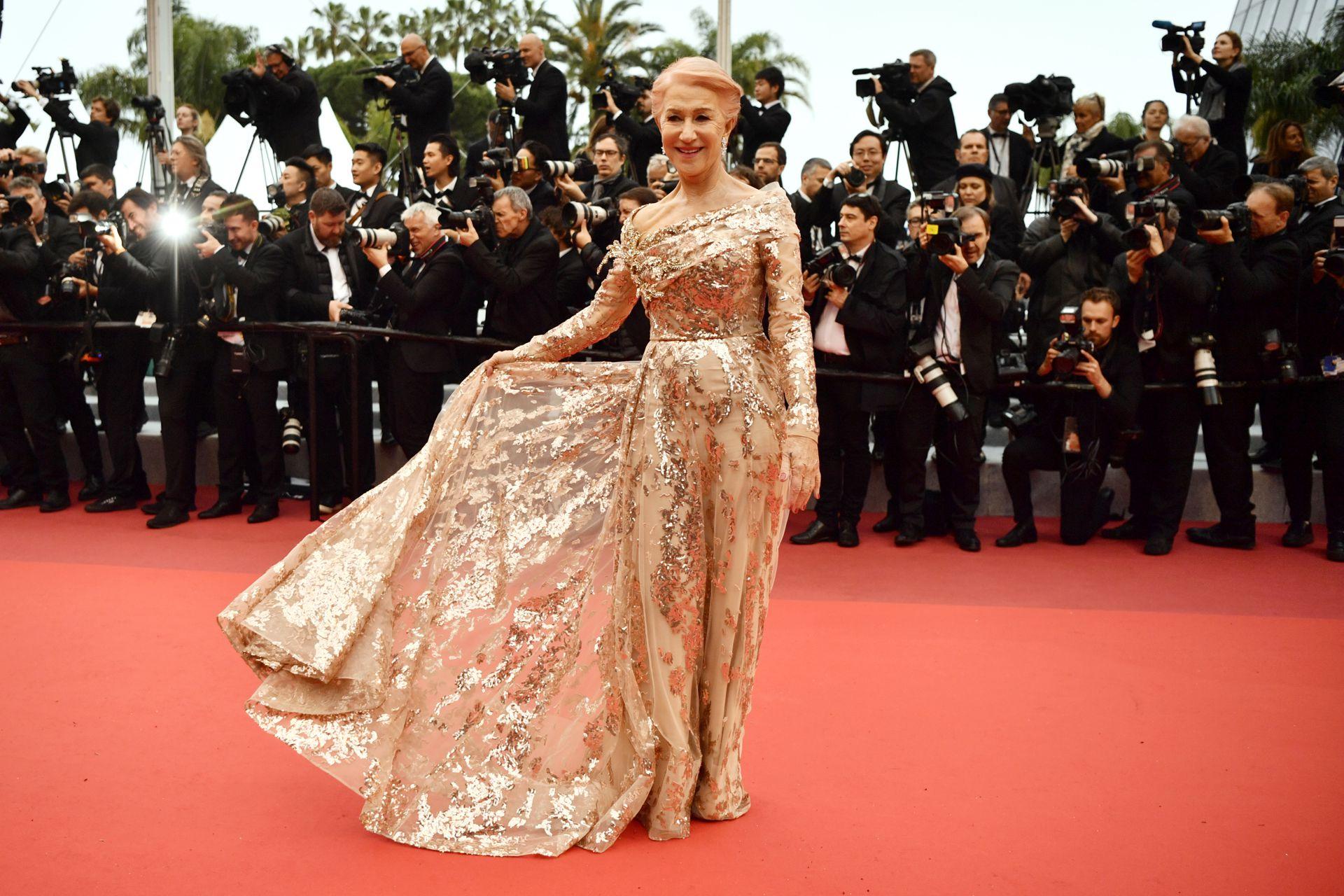 """La actriz británica Helen Mirren en la proyección de la película """"Los mejores años de una vida"""" en la 72ª edición del Festival de Cannes, el 18 de mayo de 2019 (Foto de CHRISTOPHE SIMON / AFP)"""