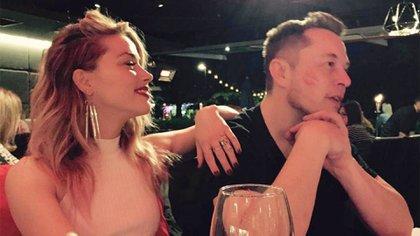 Amber Heard junto con Elon Musk