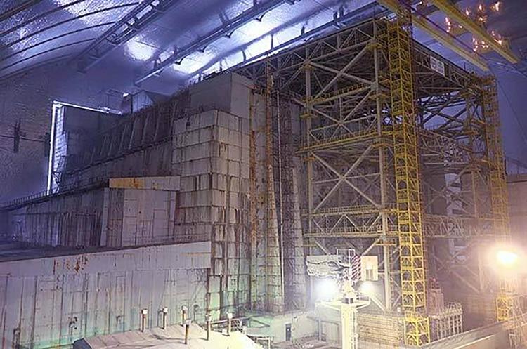 El interior del nuevo sarcófago seguro que contiene el antiguo sarcófago