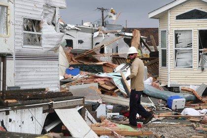 Los tornados producidos por Dorian dejaron destrozos en EEUU (AP)