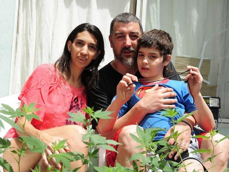 """Valeria Salech, junto a su hijo Emiliano, """"inspiró"""" a Encarnación a consumir cannabis"""