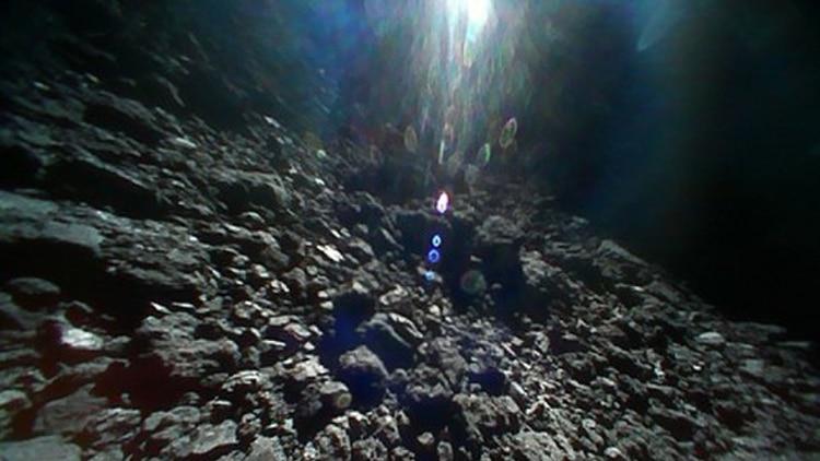 La nave japonesa Hayabusa2 llegó al asteroide Ryugu el 27 de junio y rápidamente se puso a trabajar