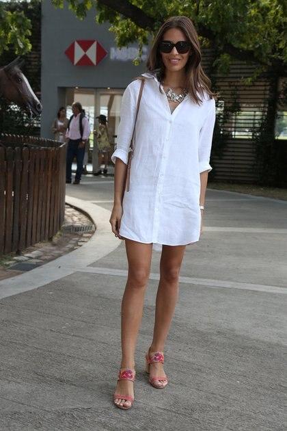 La modelo Taina Laurino con vestido de lino invitada a ver polo