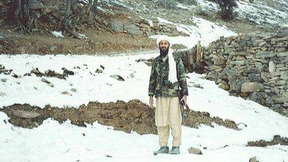Osama bin Laden, en su fortaleza de Tora Bora, en Afganistán