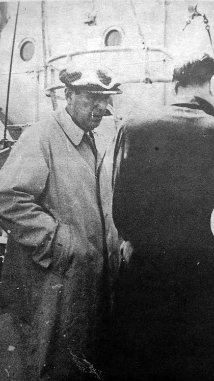 Perón en la cañonera. La propia inteligencia paraguaya fue la que subió al sicario a bordo: le había dado veneno para matar al presidente derrocado y un millón de pesos