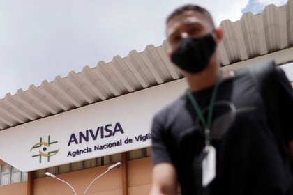 Vista general de la sede del regulador sanitario brasileño Anvisa en Brasilia, Brasil. Este martes prohibió la importación de la vacuna rusa contra el coroanvirus Sputnik V (Reuters)