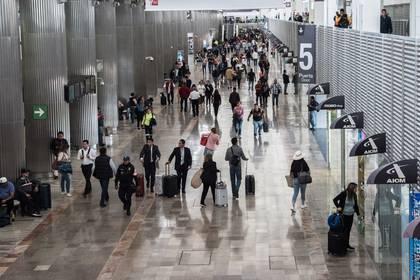 """Cientos de personas abarrotaron el Aeropuerto Internacional de la Ciudad de México """"Benito Juárez"""" (Foto: Cuartoscuro)"""