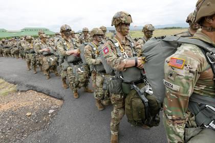 En la imagen, paracaidistas del ejército de Estados Unidos que participan en ejercicios militares conjuntos con los de Colombia en el Centro Nacional de Entrenamiento de Tolemaida (Colombia). EFE/Mauricio Dueñas Castañeda/Archivo