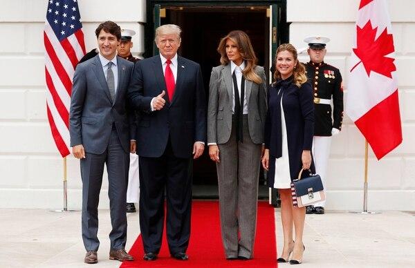 El presidente Donald Trump, la primera damaMelania Trump, el primer ministro canadiense Justin Trudeau y su esposa Grégoire Trudeau (Reuters)