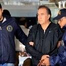 zzzznacp2 NOTICIAS ARGENTINAS BAIRES, SETIEMBRE 18: Oscar Thomas es transladado luego de ser detenido en un departamento de la calle Uriburu en el barrio de Recoleta. Foto NA: JUAN VARGAS zzzz