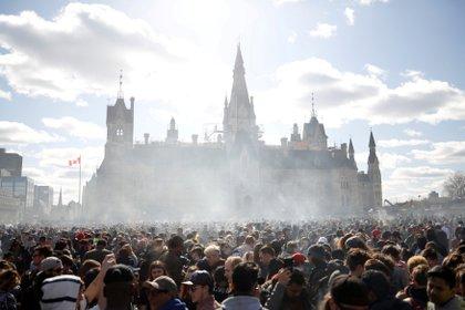 FILE PHOTO: Smoke rises during the annual 4/20 marijuana rally on Parliament Hill in Ottawa, Ontario, Canada, April 20, 2018. REUTERS/Chris Wattie/File Photo