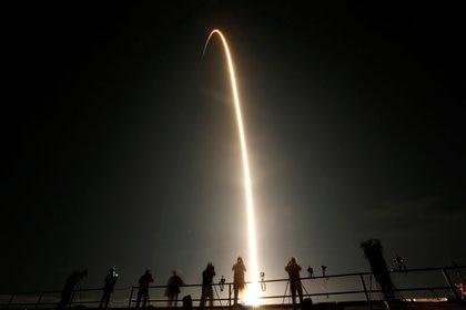 Lanzamiento del Falcon 9, con astronautas de la NASA (Reuters)