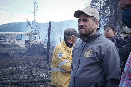 El ministro Juan Cabandié, en una visita en marzo en los incendios ocurridos en la Comarca Andina de las provincias de Chubut y Río Negro (Foto: Ministerio de Ambiente/Télam)