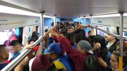 Muchos usuarios del tren roca se quejaron por las condiciones del servicio en medio de la pandemia de coronavirus (@Negrocotti)