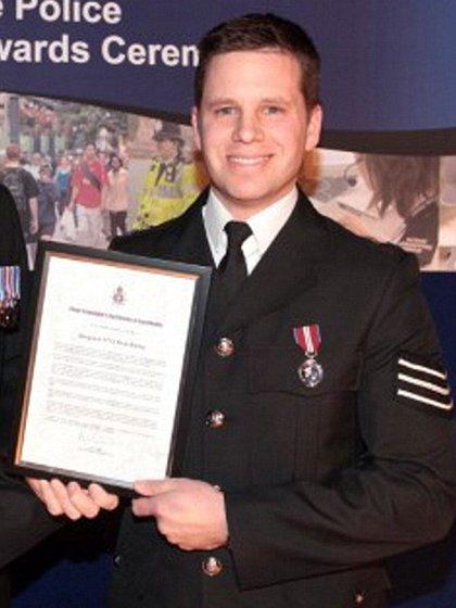 El sargento de policía Nick Bailey fue hospitalizado tras estar junto conel ex espía