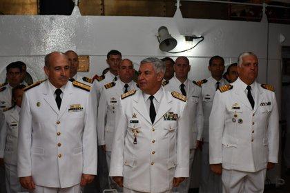 Los máximos jefes navales de Argentina y Uruguay a bordo de la Fragata Libertad