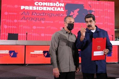 Mientras venezolanos usan leña: Maduro ofreció exportar gas a México