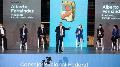 Alberto Fernández estuvo acompañado por los vicepresidentes del partido. También presenciaron el acto gobernadores, legisladores y referentes sindicales (Presidencia)
