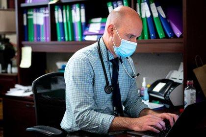 David Diemert es un experto en enfermedades infecciosas que dirige la investigación clínica en el Hospital de la Universidad George Washington (Erin Schaff / The New York Times)