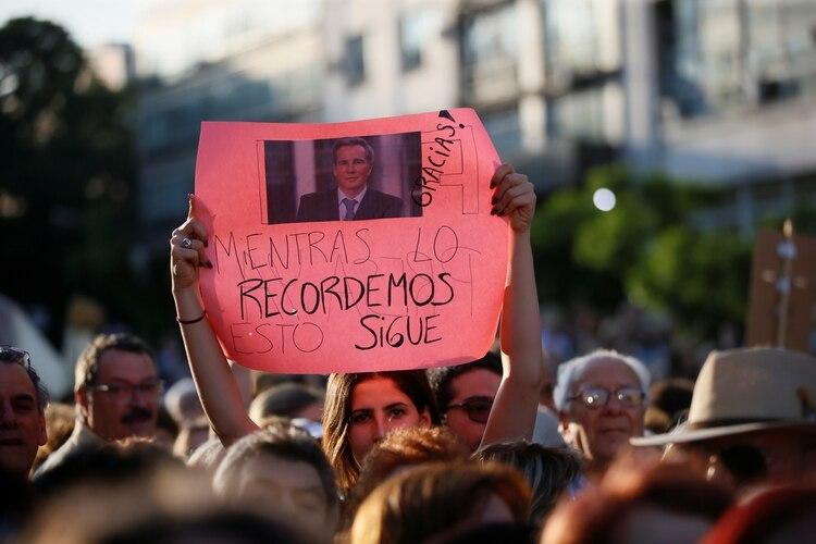 Hubo cientos de carteles con la imagen del fiscal que apareció muerto el 18 de enero de 2015