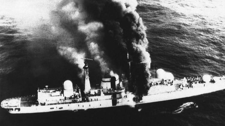 El 4 de mayo de 1982 dos aviones Super Étendard munidos con Exocets hundieron al destructor HMS Sheffielden la Guerra de Malvinas. Fue la primera pérdida de un buque inglés después de la Segunda Guerra Mundial