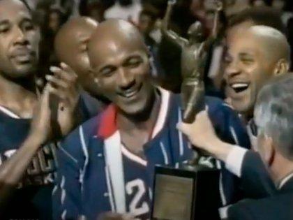 Clyde Drexler fue campeón de la NBA con Houston Rockets (Youtube)