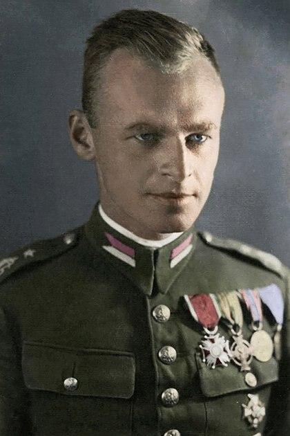Cuando escapó del campo casi no descansó y se reintegró a la lucha contra los invasores nazis. Pilecki no sólo presentaba secuelas físicas de su larga estancia en Auschwitz. Se había vuelto un ermitaño, un personaje inescrutable que sólo podía pensar y actuar en pos de vencer al nazismo(Wikipedia)