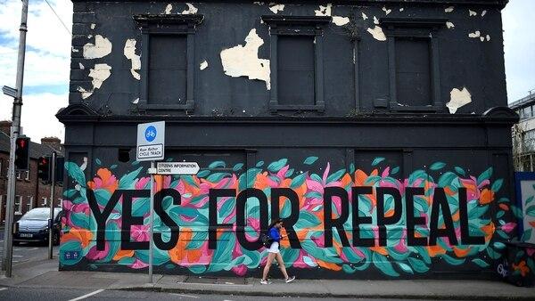 La campaña por el Sí para modificar la actual ley de aborto tomó las calles de Irlanda (Reuters)