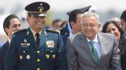 El secretario de Defensa Nacional, Luis Crescencio Sandoval y el presidente Andrés Manuel López Obrador (Foto: Cuartoscuro)