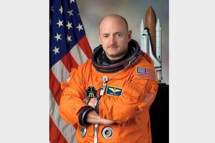 Mark Edward Kelly voló cuatro misiones a la Estación Espacial Internacional.