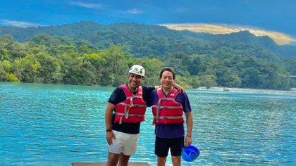 Eduardo Ramírez y Mario Delgado vacacionaron juntos en un centro turístico de Chiapas sin cubrebocas en medio de crisis por COVID-19 (Foto: Facebook @Eduardo Ramirez)