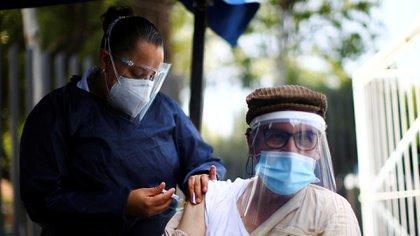 """Un estudio arrojó que los pacientes previamente infectados con el virus SARS-CoV-2 podrían presentar inmunidad adquirir inmunidad por muchos años e """"incluso para toda la vida (Foto: Reuters / Edgard Garrido)"""