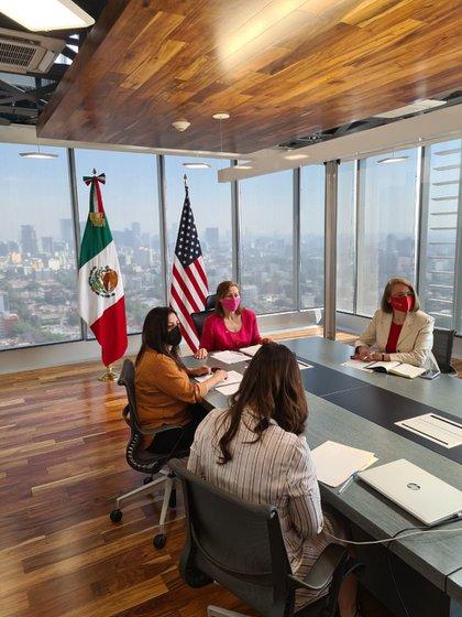 Tatiana Clouthier, secretaria de Economía, se reunió con su homólogo estadounidense Antony Blinken (Foto: Twitter@tatclouthier)