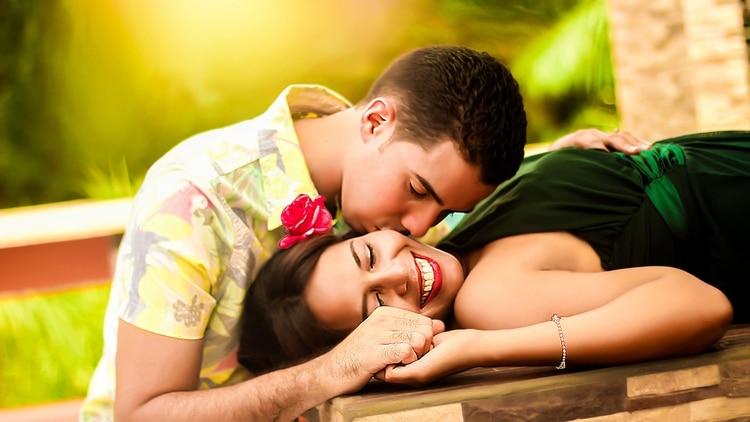 13 de abril, Día Internacional del Beso.
