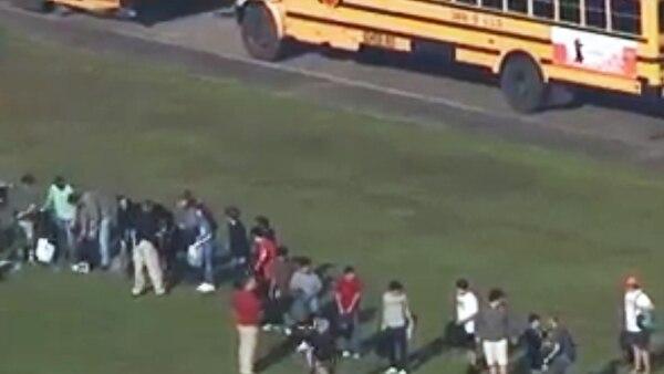 Kim Sullivan, la madre de una estudiante de 17 años, afirmó que su hija la llamó y le dijo quehabía habidoun tiroteo en la escuela