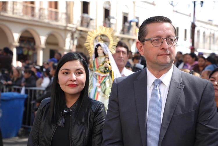 Oscar Ortiz presentó esta semana a su compañera de binomio, Shirley Franco, de 32 años
