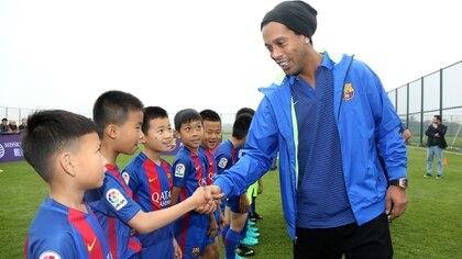 Ronaldinho es el embajador del Barcelona alrededor del mundo