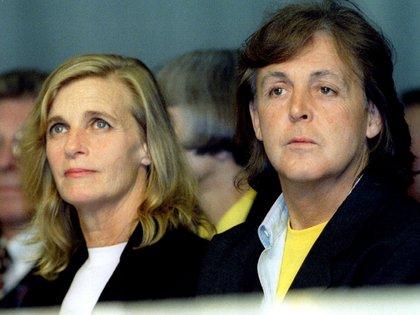 Linda e Paul McCartney em um dos desfiles de Stella no centro de Steelt Martins Moda (Andrew Shaw / Reuters)