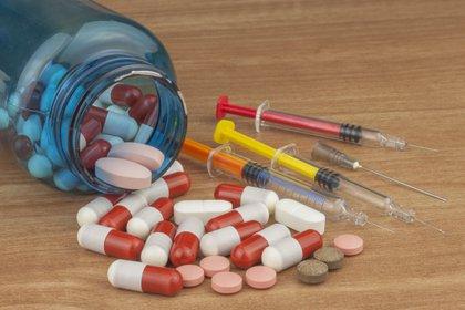 Uno de los tratamientos que se recomienda para tratar la trombocitopenia es con esteroides. No se recomienda el uso a largo plazo porque pueden aumentar el riesgo de padecer infecciones, hiperglucemia y osteoporosis