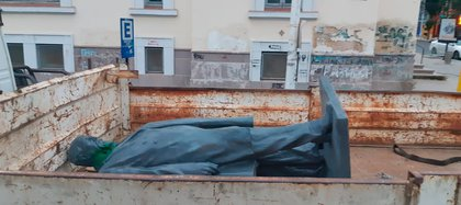 El municipio de Río Gallegos retiró el monumento al ex presidente Julio Argentino Roca de una avenida céntrica (Crédito: La Opinión Austral)